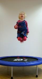 kind-trampolin